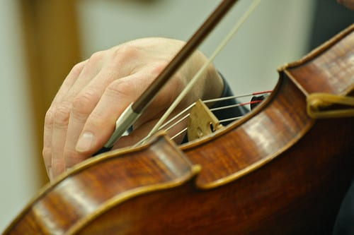 a beginner s guide to violin bows 4 details to consider takelessons blog. Black Bedroom Furniture Sets. Home Design Ideas