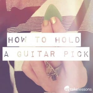 how to hold and use a guitar pick