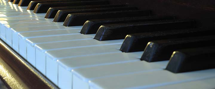In-Person, Online, or DIY: What's the Best Way to Learn Piano?