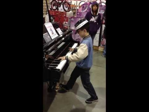 Video thumbnail for youtube video You Won't Believe What This Kid Did When He Got Lost at Costco