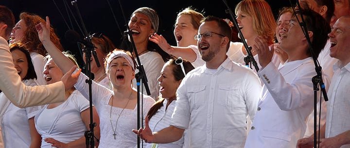 11 Surprising Health Benefits of Singing