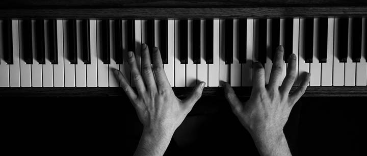 5 Exercises for Faster Fingers When Teaching Yourself Piano