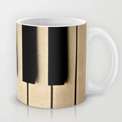 432820_113437144-mugs11_b