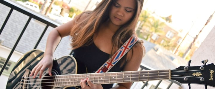 Justine-Dolorfino-bass-guitar-2