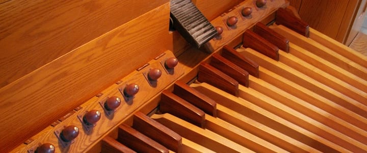 THE CORRECT WAY TO PLAY PEDAL ON THE ORGAN. - YouTube