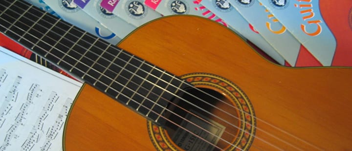 In-Person, Online, or DIY: What's the Best Way to Learn Guitar?
