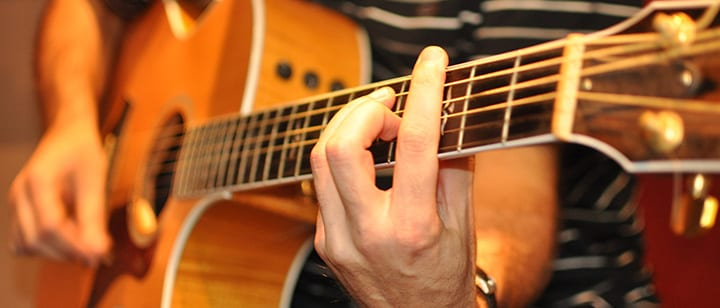 How long does it take for a beginner to learn guitar ...