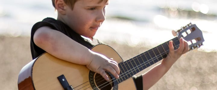 Tips for Parents: The 5 Best Guitars for Kids