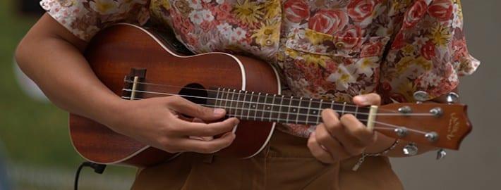 How To Play Ukulele : 10 easy ukulele songs you can play with 4 basic chords ~ Vivirlamusica.com Haus und Dekorationen