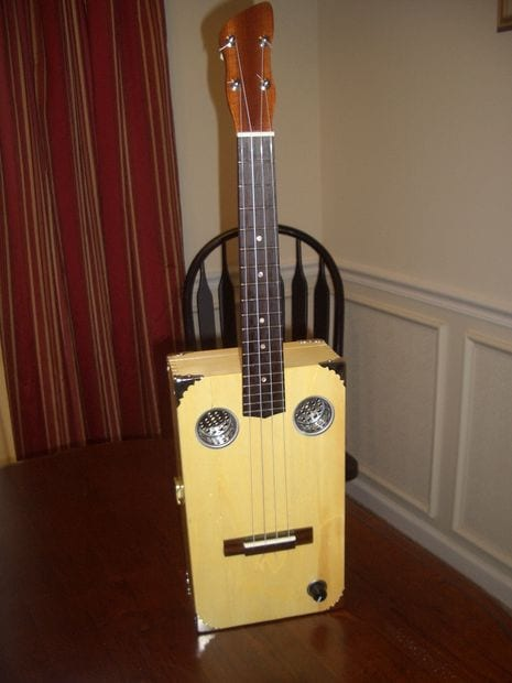 7 cool ways to make your own amazingly creative ukulele for Decoration ukulele