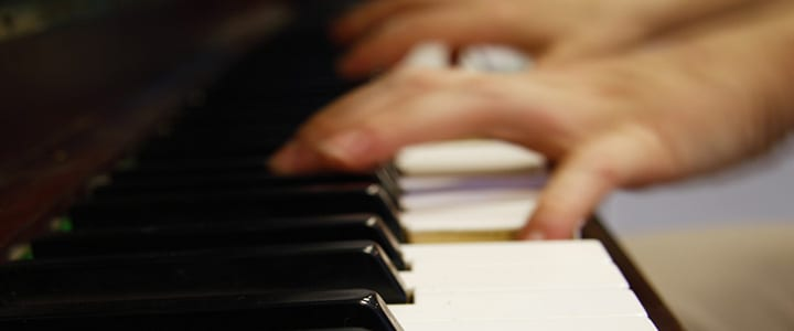 A 10-Minute Piano Practice Challenge for Busy Students