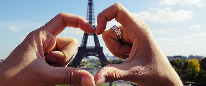Flirting in French: 25 Phrases You Need To Know