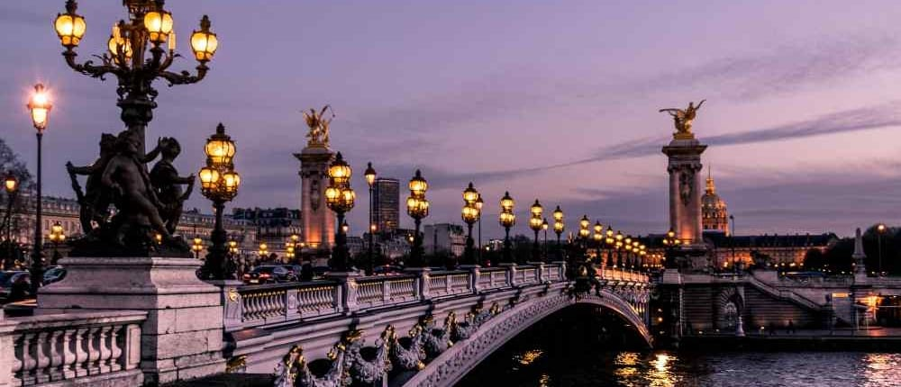 How to Flirt with Romantic French Sayings