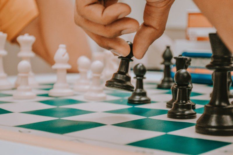 5 Chess Traps You Can Use to Catch Your Opponent Off Guard